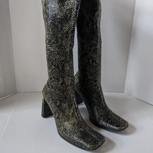 NEW Chinese Laundry Green Faux Snake Print Boots